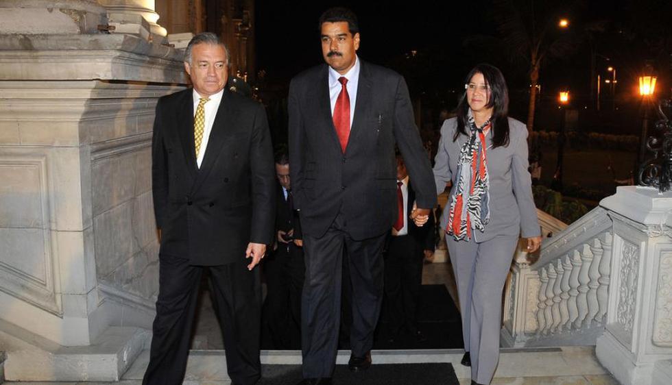 El presidente electo de Venezuela, Nicolás Maduro, arribó junto a su esposa Cilia Flores. (Presidencia Perú)