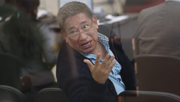 Apúrate. Miguel Facundo Chinguel pedía celeridad a los trabajadores de la Comisión de Indultos. (César Fajardo)