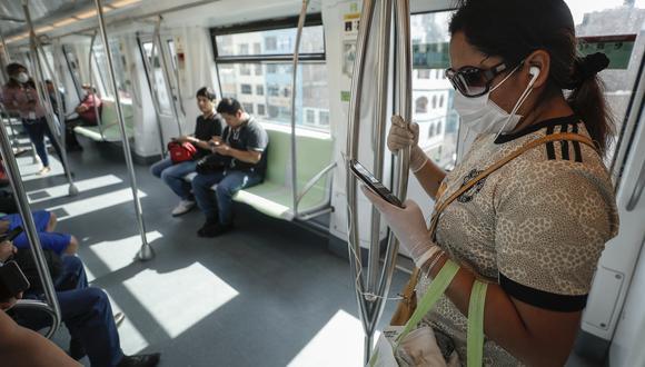 Los pasajeros de la Línea 1 del Metro de Lima deben mantener la distancia para evitar contagios de COVID-19. (GEC)