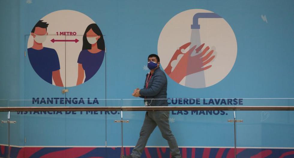 Imagen referencial. Chile puso en marcha un plan de desconfinamiento en cinco etapas, que va desde el encierro hacia la apertura total en función de la epidemiología del virus en cada zona del país. (EFE/Elvis González/Archivo).