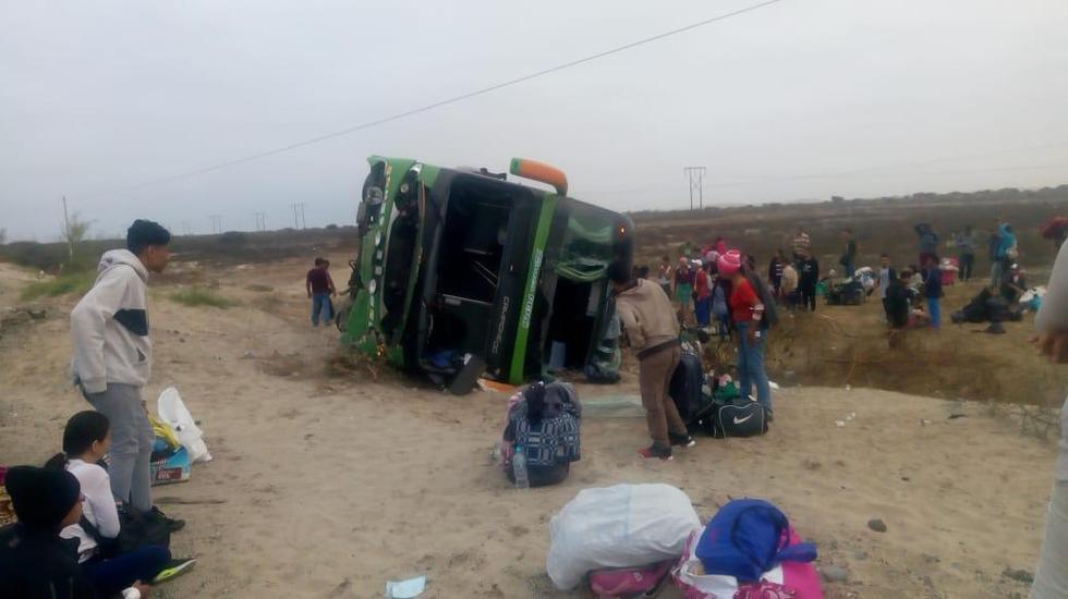 Siete heridos deja volcadura de bus en Lambayeque que llevaba 58 pasajeros extranjeros a bordo (Nadia Quinteros/Perú21)