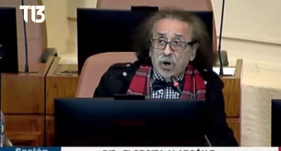 El diputado Florcita Alarcón fue trasladado a una comisaría, donde fue multado por infringir el Código Sanitario, y posteriormente quedó en libertad y fue citado a declarar ante un tribunal. (Captura de pantalla/YouTube).