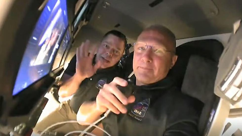 Astronautas en la Crew Dragon se despiden hasta mañana que llegarán a la Estación Espacial Internacional. (NASA)