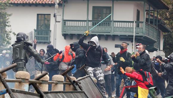 Sindicatos y organizaciones sociales salieron a las calles de Bogotá y otras ciudades de Colombia para expresar su rechazo al proyecto de reforma tributaria presentado al Congreso por el Gobierno, que aumenta la carga fiscal principalmente sobre la clase media. (Foto: EFE/ Carlos Ortega)