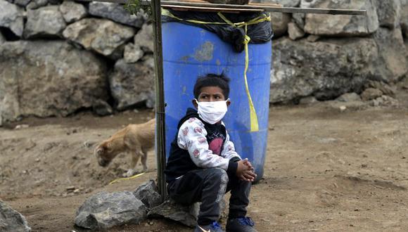 """""""¿Qué nos espera cuando miramos las cifras? En un escenario no pesimista, se proyecta que la caída del producto en el Perú sería en el 12% y su correlato inevitable es el aumento de la pobreza (estimado en 3 millones más de personas)"""". (AP Photo/Martin Mejia)"""