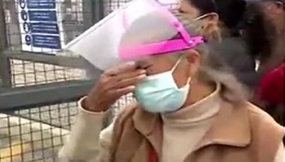 Adulta mayor llamada Lucía se mostró afectada tras conocer que su vacunación contra el COVID-19 había sido reprogramada. (Captura: América Noticias)
