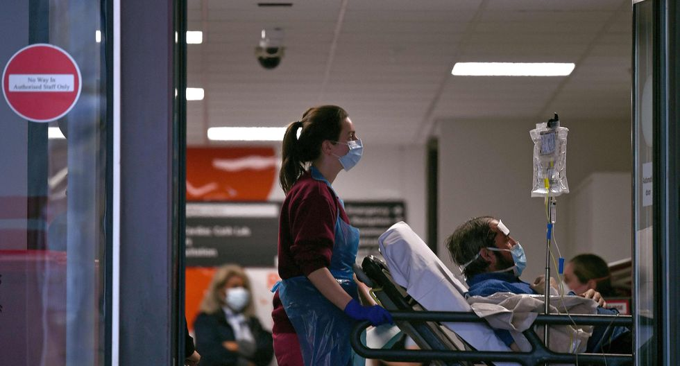 Bombero contrae coronavirus luego que un adolescente le estornudara deliberadamente en la cara