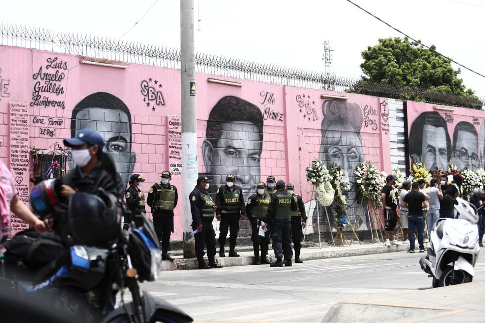 En el lugar también se hizo presente miembros de la policía nacional del Perú a fin de garantizar que el evento religioso se realice sin alterar el orden público. (Foto: Jesus Saucedo / @photo.gec)