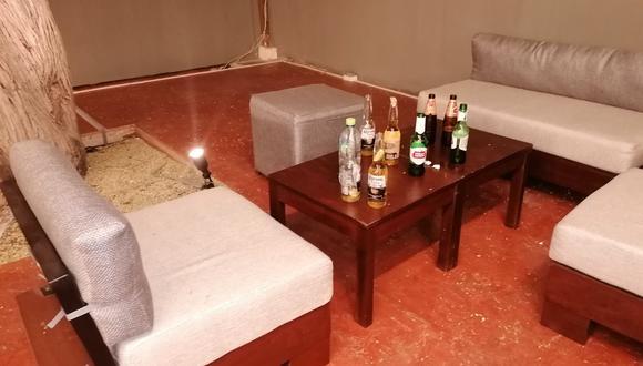 """Piura: intervienen a más de 50 personas consumiendo licor en bar """"La Refinería"""", en Talara (Foto: Municipalidad Provincial Talara)"""