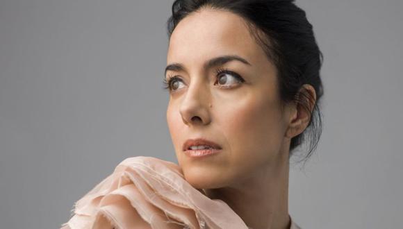 """Cecilia Suárez interpreta a 'Paulina' en la nueva serie sensación de Netflix: """"La casa de kas flores"""". (Foto: Difusión)"""
