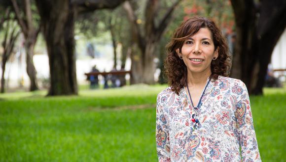 """Lamentablemente, no se ha tenido en cuenta a científicos que pudieron ayudar con el control de la pandemia"""", dice la profesora González Farías."""