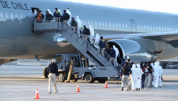 Los 77 extranjeros han sido devueltos a su país de origen por ingresar por pasos clandestinos o por haber cometido delitos relacionados con las drogas, robo, tráfico de migrantes y delitos sexuales. (Foto: IGNACIO MUNOZ / AFP)