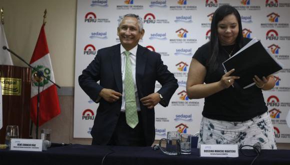 PREVENCIÓN. Cornejo explicó que plan incluye la rehabilitación de redes para evitar nuevas roturas. (Rodrigo Málaga)