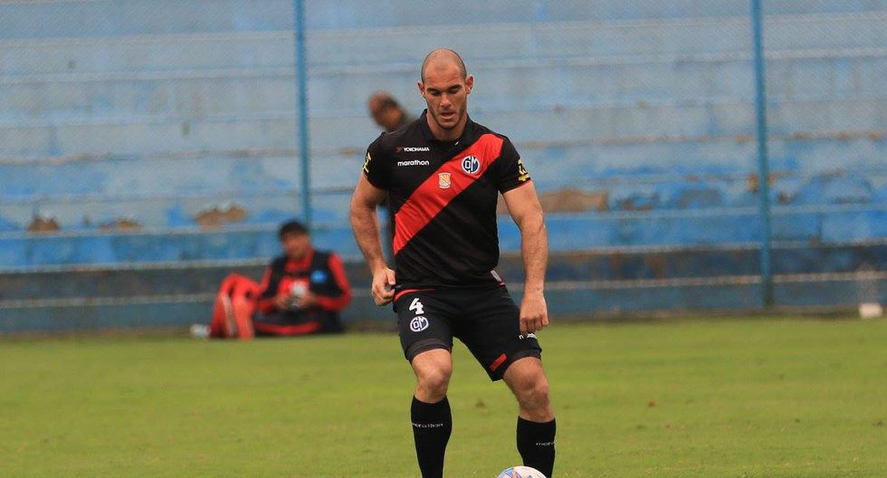 Zela, jugador con más minutos en Deportivo Municipal, integra la convocatoria de Perú para el repechaje con Nueva Zelanda por el pase a Rusia 2018. (@ClubDeportivoMunicipal)