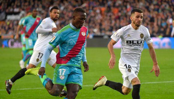 La expulsión de Luis Advíncula tendrá consecuencias de cara al resto de la temporada. (Foto: AFP)