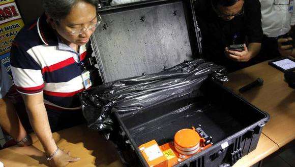 Se espera que la grabadora de voz sea enviada a la capital, Yakarta, para analizarla. (Reuters)