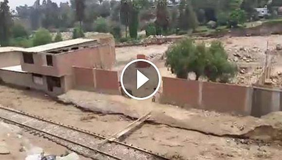 Chosica: Huaico a la altura de La Cantuta afectó los rieles del tren. (Captura)