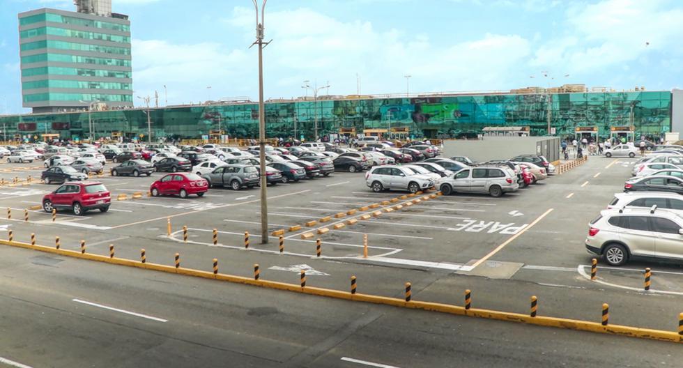 El estacionamiento del Aeropuerto Internacional Jorge Chávez cuenta con todos los protocolos sanitarios establecidos por el Ministerio de Salud para evitar la propagación del COVID-19.