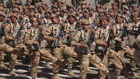 La medida busca estandarizar las actividades en las Fuerzas Armadas. (Heiner Aparicio)