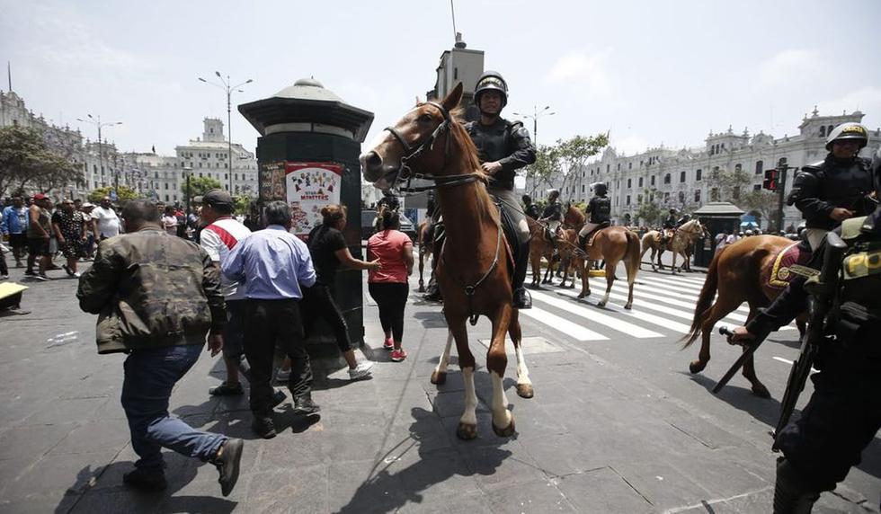 Durante la marcha de taxis colectivos se registraron violentos incidentes. (Foto: GEC)