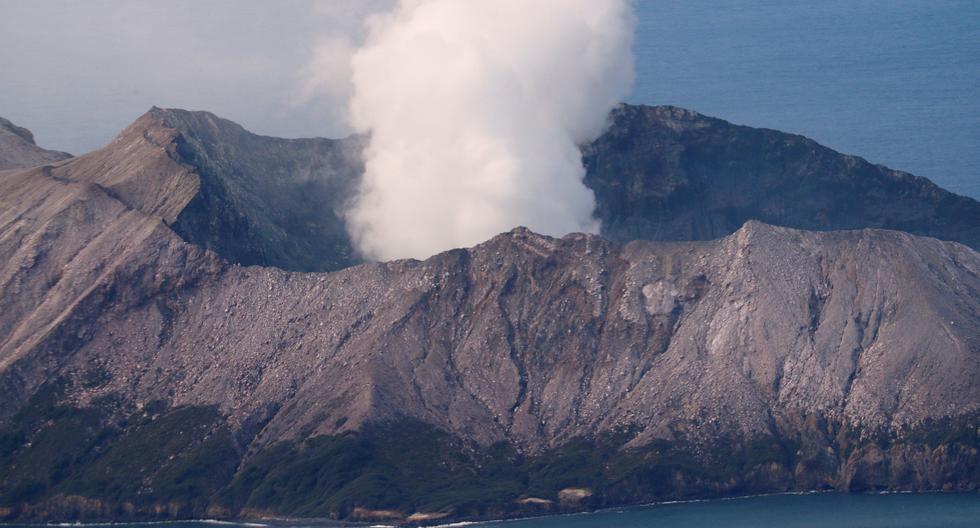 Como se recuerda, el volcán Whakaari entró en erupción en el mismo momento que un grupo de turistas lo visitaban. (Archivo / Reuters)