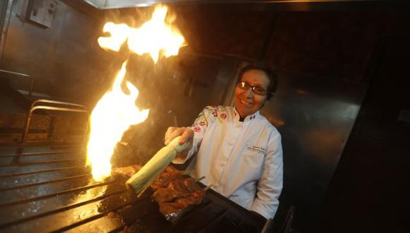 Doña Grimanesa Vargas en su restaurante de Miraflores. Foto: Mario Zapata.