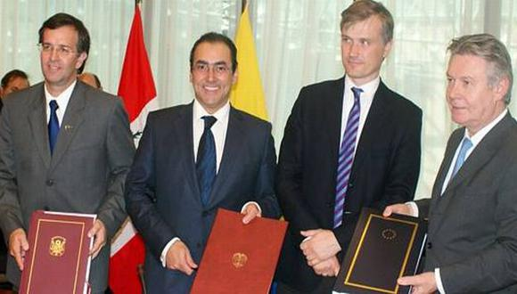 FIRMA. En Bruselas, las autoridades de Perú, Colombia y la Unión Europea firmaron el pacto comercial. (Internet)