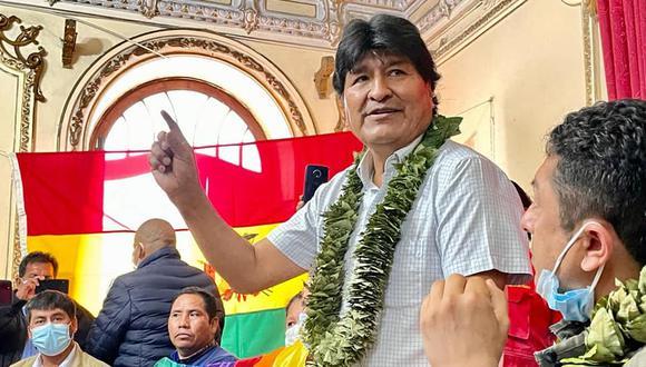 Entre coca y coca. Evo Morales y Guillermo Bermejo participaron en un encuentro de cocaleros (Facebook).