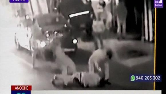 Alonso Rivero Zanatta denunció a sus vecinos de haberlo agredido por pedir que no se estacionen en su garaje. (Captura: Latina)