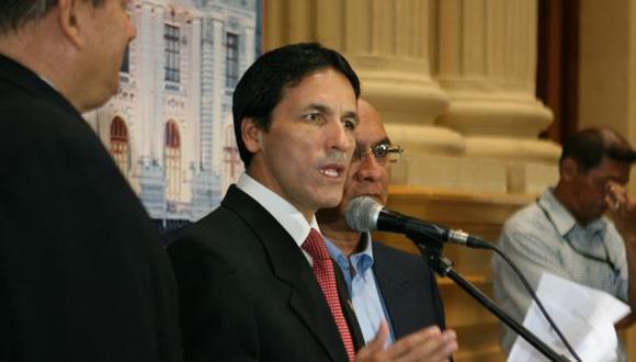 AGRAVIADO. En conferencia de prensa, Tapia insistió en que Abugattás necesita ayuda especializada. (David Vexelman)
