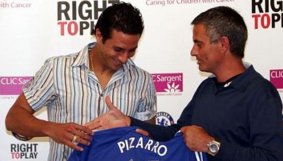 José Mourinho le daría una mano a Claudio Pizarro. (dailymail.co.uk)