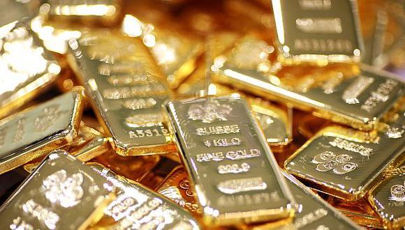 Precio del oro cayó a su nivel más bajo en 32 años. (Bloomberg)