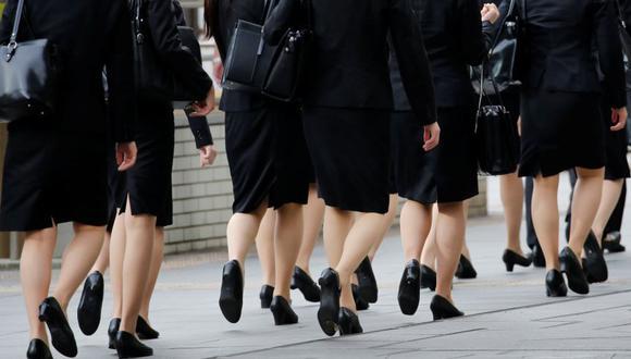 """Japón: Ministro dice que es """"necesario y apropiado"""" que mujeres usen tacones en trabajo. (Reuters)"""