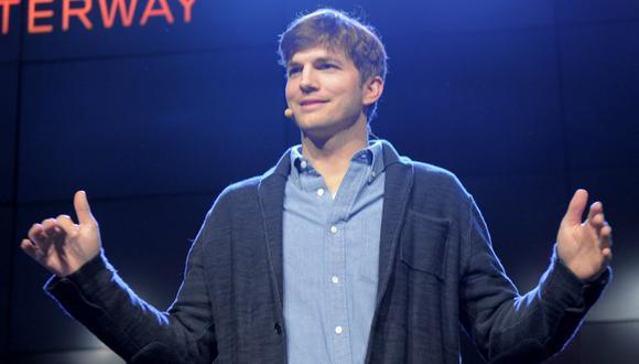 Ashton Kutcher comparte su número de teléfono con sus seguidores de Twitter (Foto: AFP)