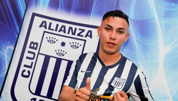Jean Deza ha sido separado, de momento, del primer equipo dirigido por Pablo Bengoechea. (GEC)