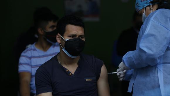 En Perú se aplican dos dosis para completar vacunación contra el COVID-19.(Foto: Violeta Ayasta/ @photo.gec)