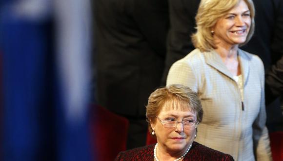 COSA DE MUJERES. Matthei enfrentaría a Bachelet en segunda vuelta, salvo que Parisi dé la sorpresa. (EFE)
