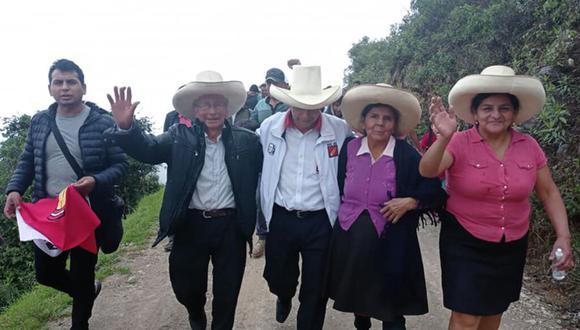 Pedro Castillo junto a sus padres y hermana María Elvira Castillo. (Foto: GEC)