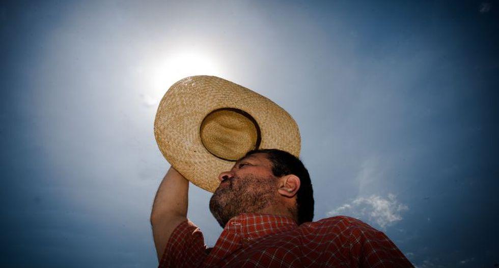 Senamhi instó a evitar la sobreexposición a los rayos solares entre las 10:00 y 16:00 horas, incluso cuando haya nubosidad, ya que esta solo debilita los rayos UV en un 15%.(Foto: Andina)