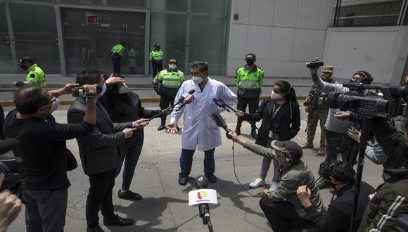 Germán Málaga afirmó que su hija también fue vacunada con la vacuna de cortesía contra el COVID-19 (GEC).
