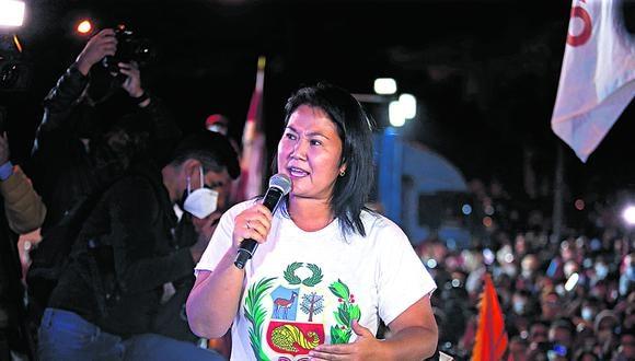 """La lideresa de Fuerza Popular agradeció el apoyo de los abogados que """"se han sumado voluntariamente"""" y dio pase a Lourdes Flores Nano."""