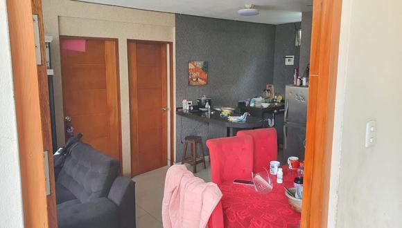 Los delincuentes fueron sorprendidos en el interior de esta vivienda por la propietaria. Habían fracturado la puerta.