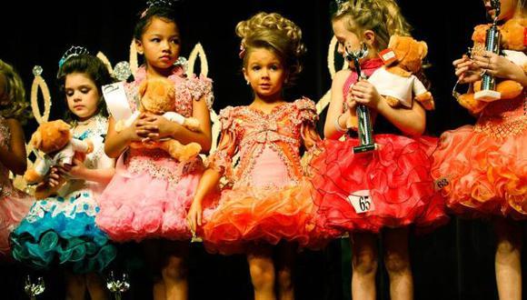 Informe parlamentario también instó a prohibir ropa de adultos para niñas. (Internet)