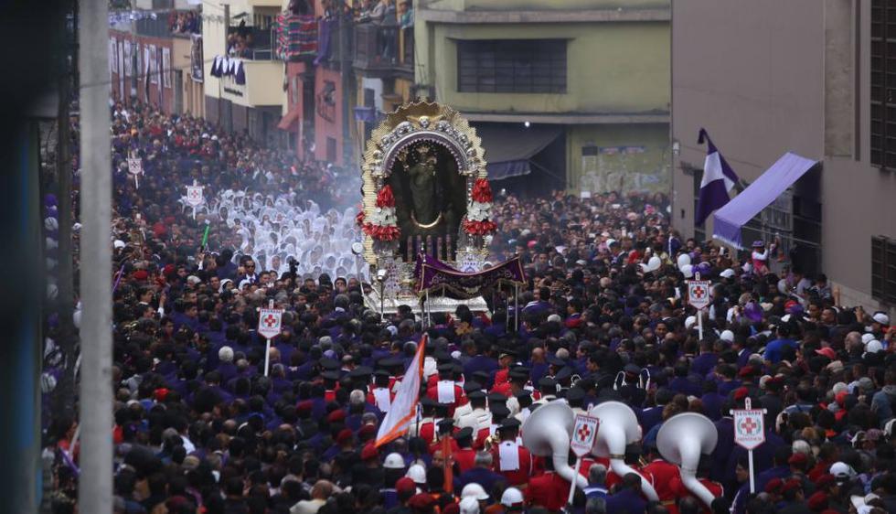 Las mejores postales del primer recorrido del 'Señor de los Milagros'. (Luis Centurión/Perú21)