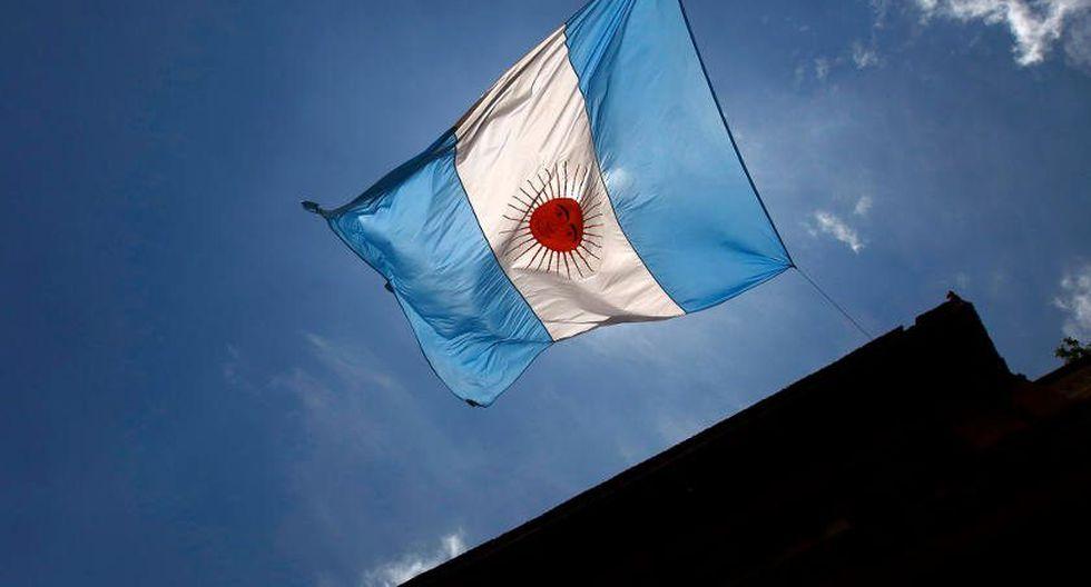 El peso argentino continúa tocando nuevos mínimos conforme se acentúa la crisis. (Foto: Reuters)