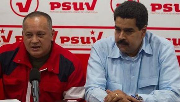 Manipulable. Diosdado Cabello y Nicolás Maduro interpretan la Constitución según sus intereses. (eluniverso.com)