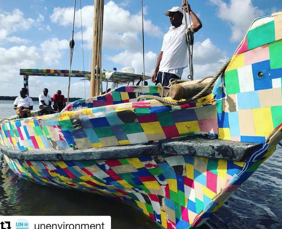 Fipflopi, el primer barco de plástico reciclado, viajará por costas de Kenia y Tanzania. (Facebook/@pg/theflipflopi)