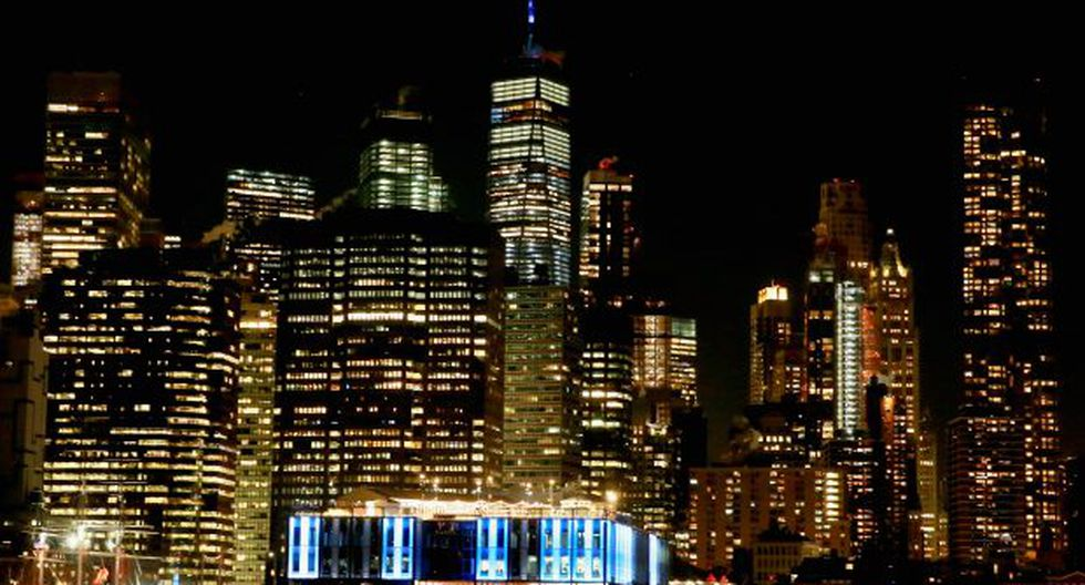 La aguja del One World Trade Center se iluminará de rojo, azul y blanco este martes. (Foto: AFP)