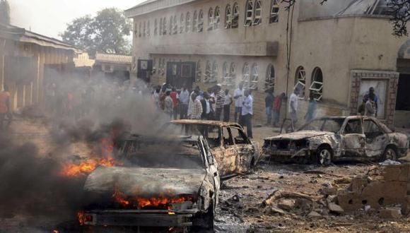 VIOLENCIA. Onda expansiva causó la destrucción parcial del templo católico de la ciudad de Madalla. (Reuters)