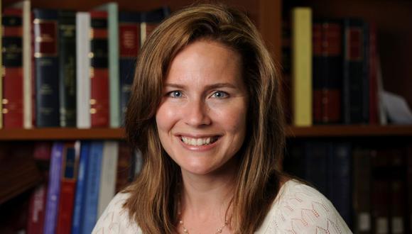 Corte de Apelaciones de los Estados Unidos para el Séptimo Circuito la jueza Amy Coney Barrett, profesora de derecho en la Universidad de Notre Dame, posa en una fotografía sin fecha obtenida de la Universidad de Notre Dame. (Reuters/Matt Cashore/Notre Dame University).